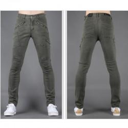 mannen skinny jeans slank diagonaal de hand pocket