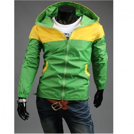 giacca a vento degli uomini con cappuccio delle